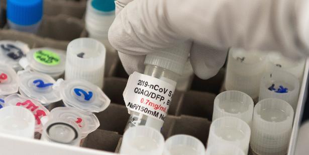 Covid-19: Suspension en France d'un essai clinique après une surmortalité précoce